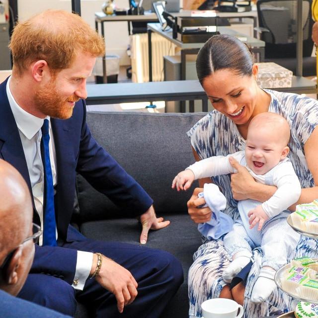 Princ Harry i Meghan Markle s malenim Archiejem