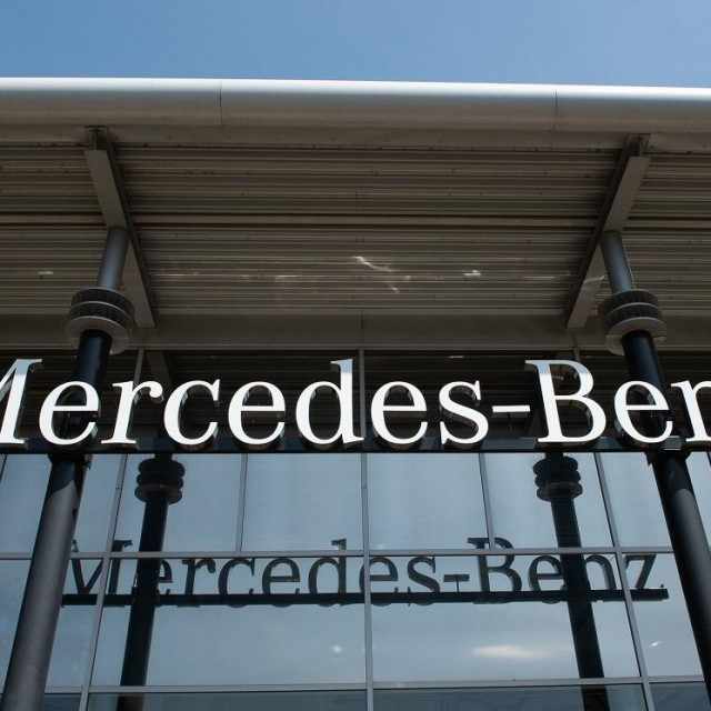 Mercedes salon, ilustracija