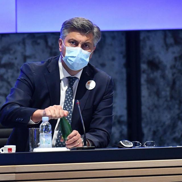 Predsjednik Vlade Andrej Plenković sastao se s predstavnicama udruga koje brinu o žrtvama obiteljskoga nasilja