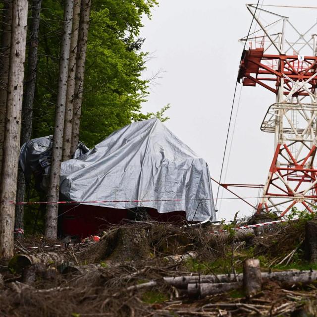 Gondola žičare pala je u Stresi, nedaleko od vrha Mottaronea