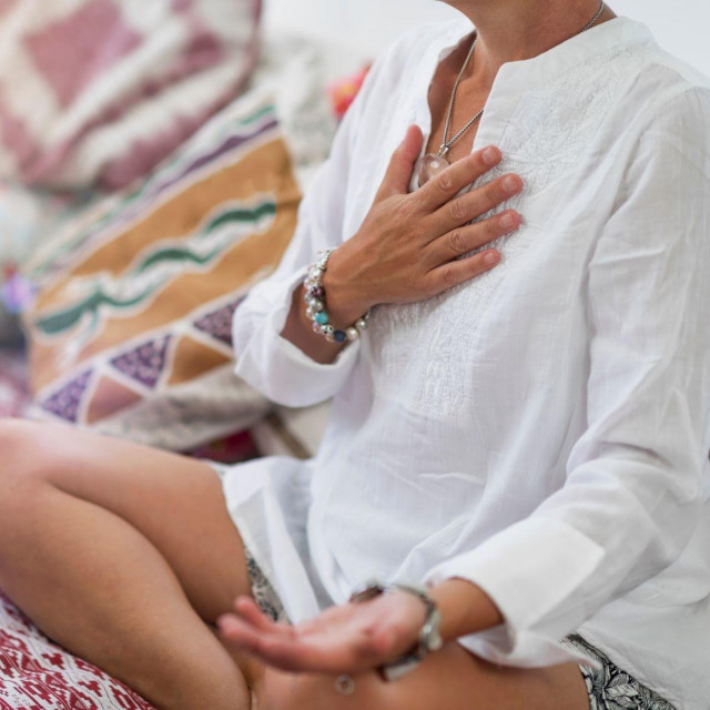 Uobičajeno je da vaš um luta tijekom meditacije, bez obzira na to koliko dugo prakticirate meditaciju