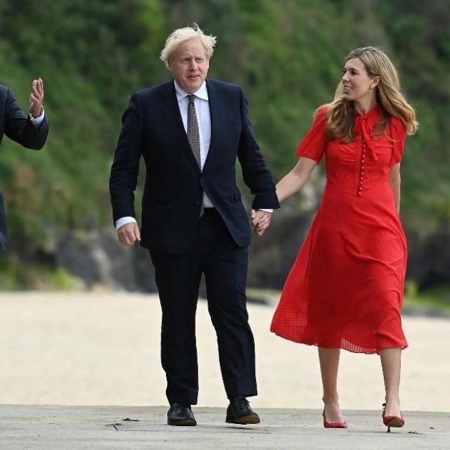 Jill i Joe Biden s Borisom i Carrie Johnson