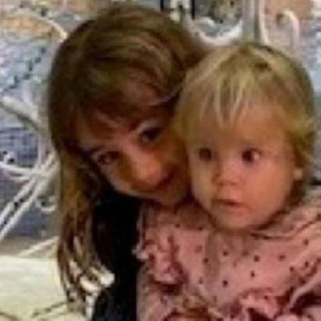 Djevojčice Anna i Olivia