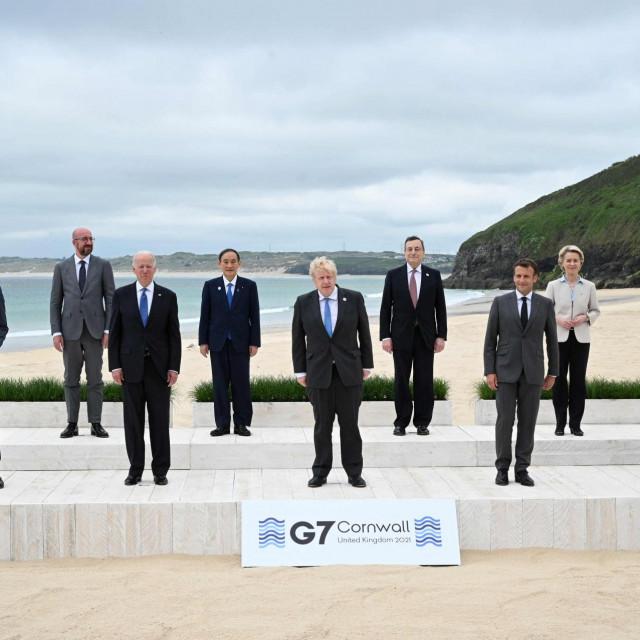 Justin Trudeau, Charles Michel, Joe Biden, Yoshihide Suga, Boris Johnson, Mario Draghi, Emmanuel Macron, Ursula von der Leyen i Angela Merkel
