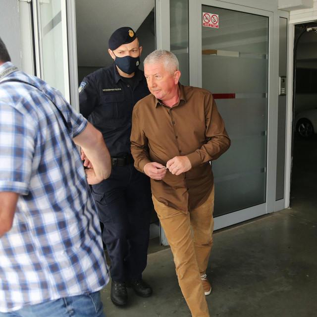 Zvonko Vekić u pratnji policije