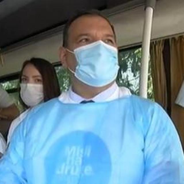 Vili Beroš u covid autobusu