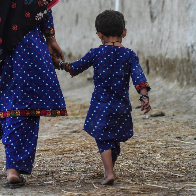 četverogodišnja djevojčica i njezina majka, obje zaražene HIV-om
