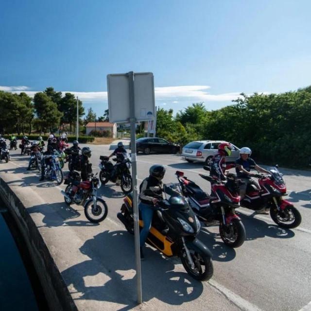 Skupina zadarskih bikera snimljena na Boriku odakle su krenuli na put prema Grobniku