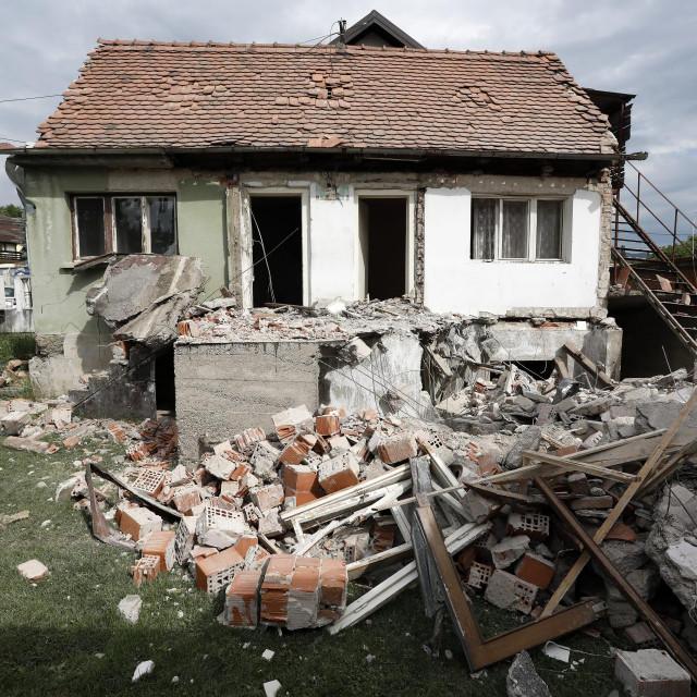 Rušenje kuće u Fabijanićevoj ulici koju je potres učinio neuporabljivom
