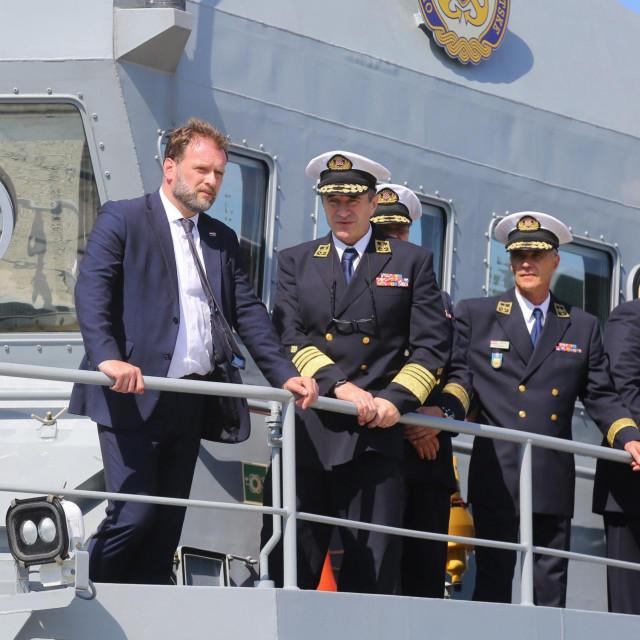 Ministar obrane Mario Banozic u oblasku vojarne Admiral flote Sveto Letica - Barba