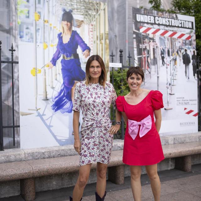 Lada Fiorio Tedeschi i Ana Josipović ispred fotografije Đurđe Tedeschi