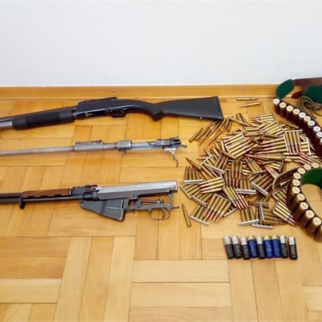 Oružje / Ilustracija / arhiva