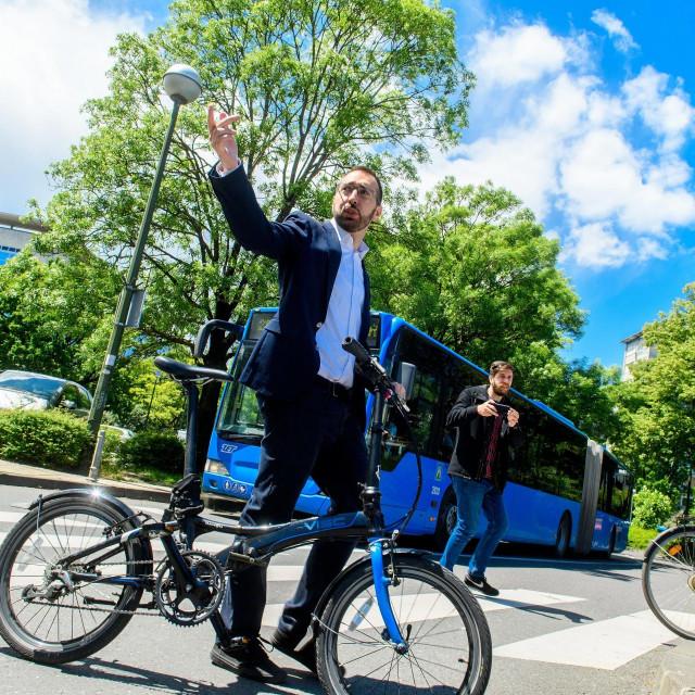 Tomislav Tomašević na biciklu