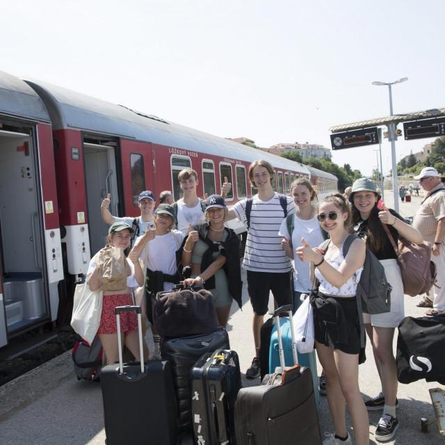 Putnici iz Slovačke i Austrije na peronu u Splitu