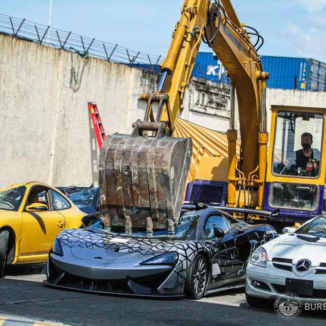 Uništavanje superautomobila