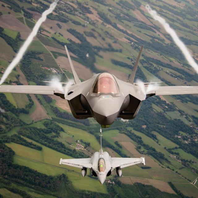 F35A i Dassault Rafale (dolje)