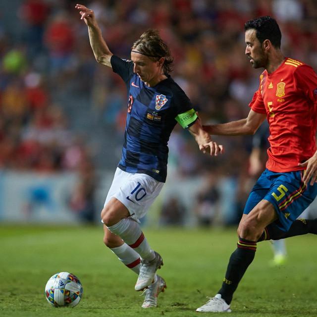 Luka Modrić protiv Sergia Busquetsa - jedan od duela na sredini o kojem će puno toga ovisiti