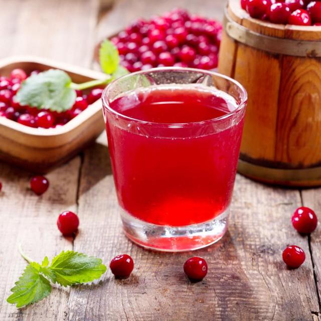 Možda je najbolji izbor nezaslađeni sok od brusnice jer ćete tako ujedno unositi više tekućine u organizam.