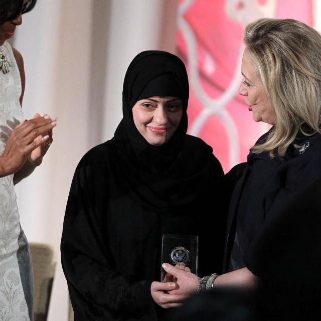 Aktivistica Samar Badawi dobila je nagradu za hrabrost 2012. godine, koju joj je uručila Hillary Clinton