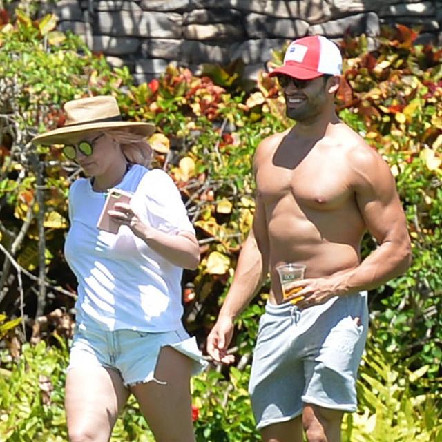 Britney Spears i Sam Asghai na Havajima