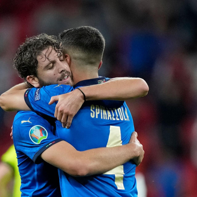 Italy's midfielder Manuel Locatelli (L) celebrate the win with Italy's defender Leonardo Spinazzola after the UEFA EURO 2020 round of 16 football match between Italy and Austria at Wembley Stadium in London on June 26, 2021. (Photo by Frank Augstein/POOL/AFP)