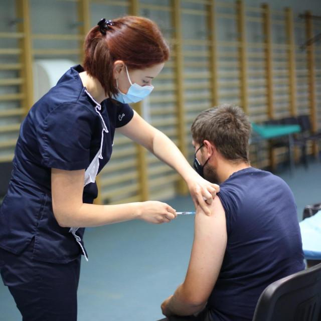 Cijepljenje protiv covida-19 u Osijeku<br />