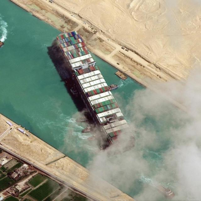 Brod Ever Given blokirao je Sueski kanal u ožujku