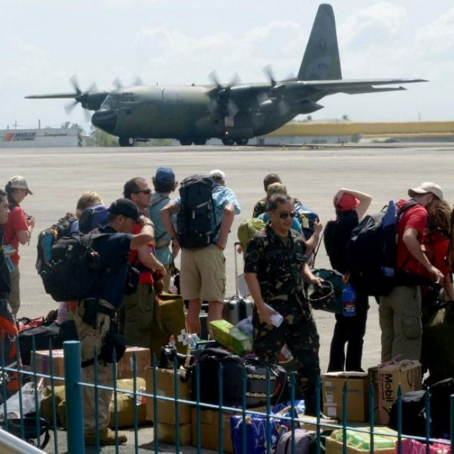 Vojni zrakoplov C-130, arhivska fotografija