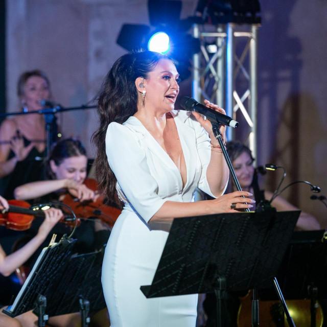 Koncert Nine Badrić na Peristilu