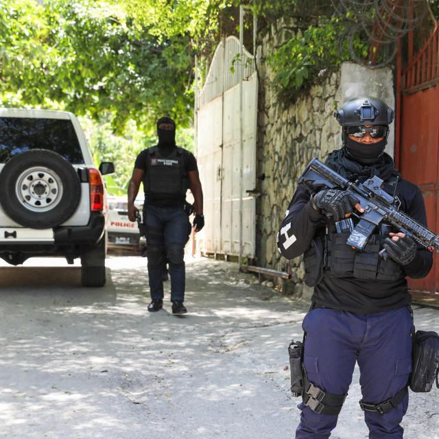 Policija ispred predsjedničke rezidencije u Port-au-Princeu