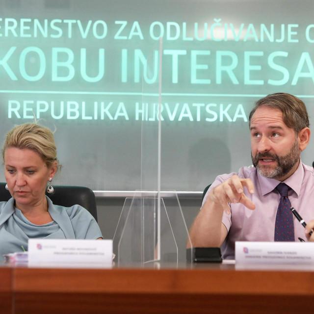 Nataša Novaković, predsjednica Povjerenstva i Davorin Ivanjek<br />