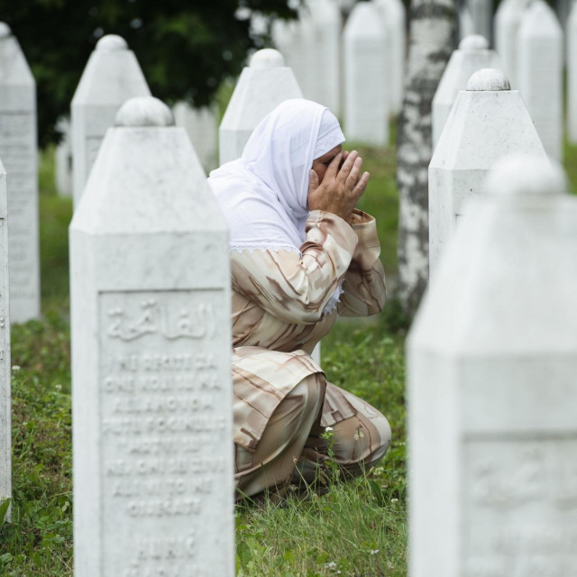 Memorijalno groblje za žrtve genocida u Potočarima