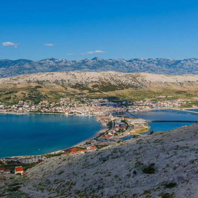Pogled na mjesto Pag i Velebit.