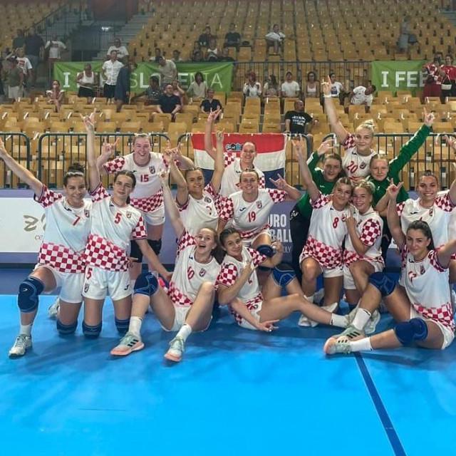 Juniorke u četvrtfinalu Eura