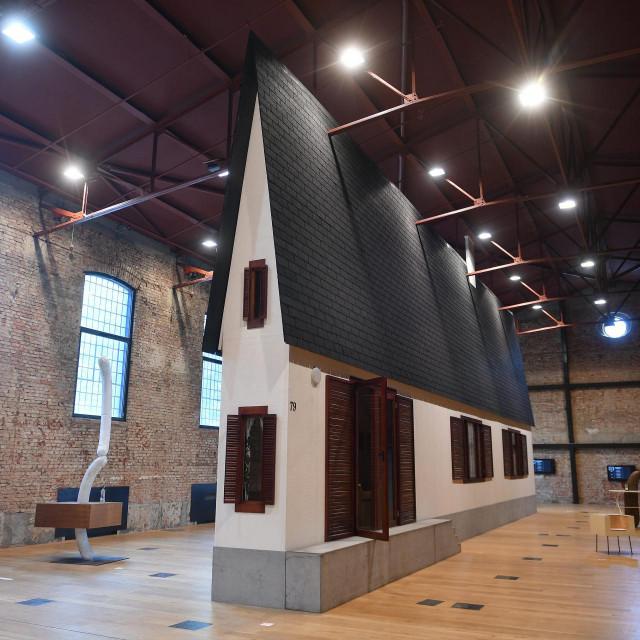 Zagreb, 100721.<br /> Lauba.<br /> Izlozba austrijskog umjetnika Erwina Wurma jednog od najvaznijih aktera na globalnoj umjetnickoj sceni. Njegovi radovi nalaze se u brojnim muzejskim kolekcijama medju kojima se isticu MoMA New York.<br />