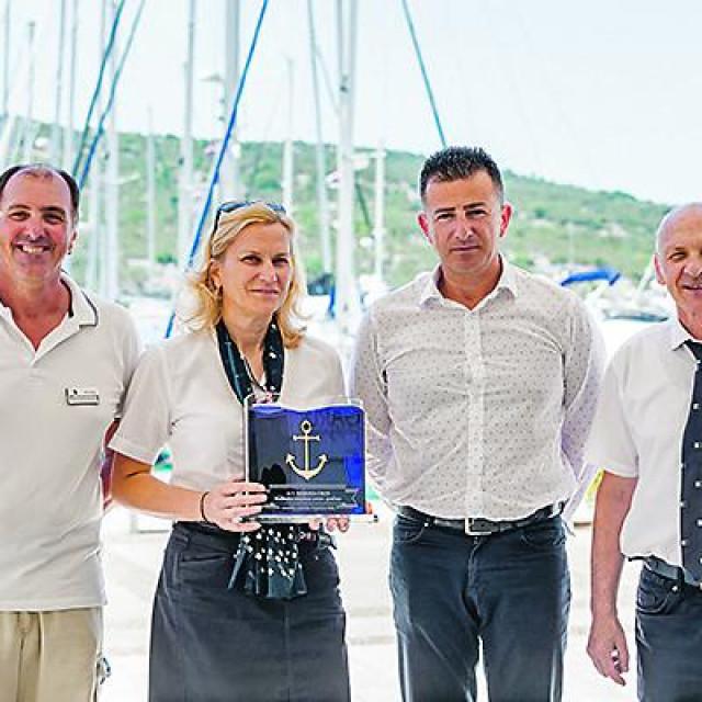 Dijana Kruljac, šefica recepcije, Marijan Sablić, recepcionar, Serđo Lovrenčić, vođa posade i Alan Šepuka, direktor marine