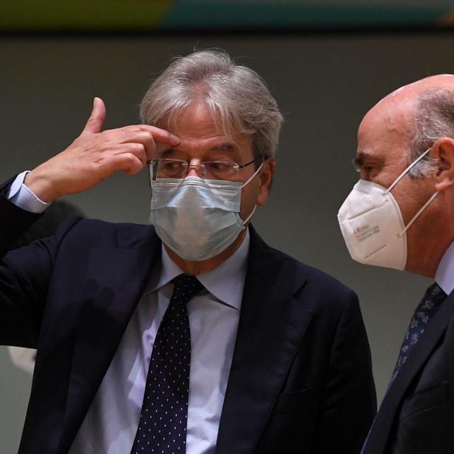Paolo Gentiloni (L) i potpredsjednik ECB-a Luis de Guindos (D)