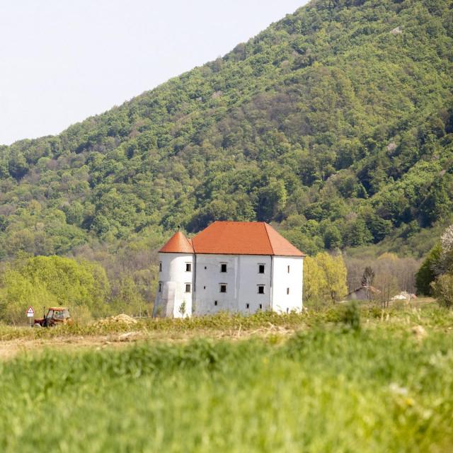 Dvorac Bela