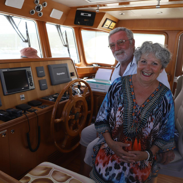 Jean - Yves i Marie - Roselyne Bouvier na svom brodu u marini Punat na Krku