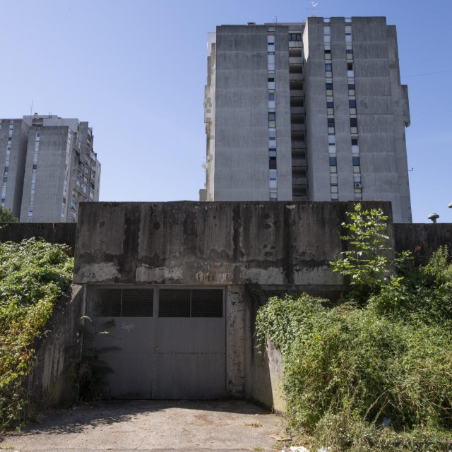 Opasni plato zgrade u ulici Božidara Magovca koji nitko ne želi popraviti