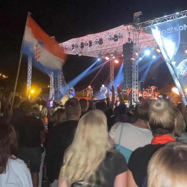 Prizor s koncerta Marka Perkovića Thompsona u Sinju