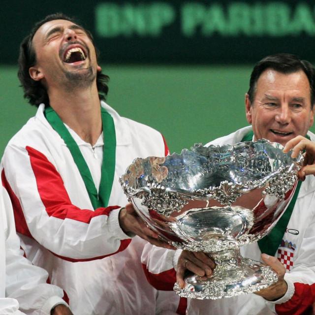 Ivanišević i Ančić s izbornikom Nikolom Pilićem slave osvajanje Davis Cupa u Bratislavi 2005. godine