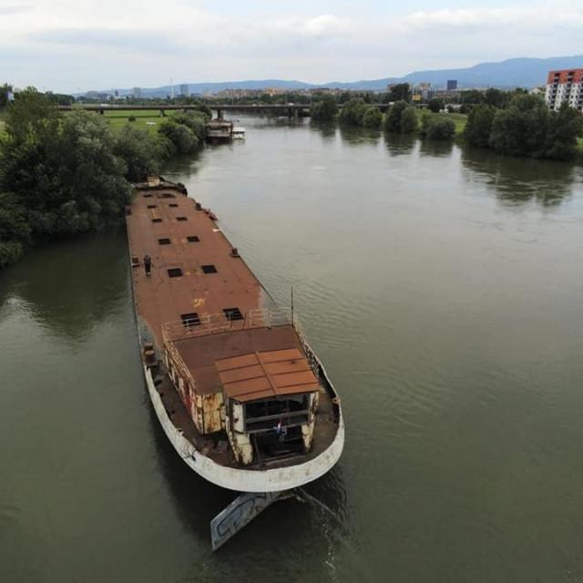 Još jedan brod odvezan na Savi