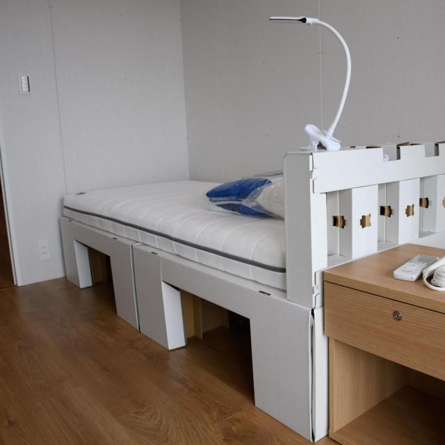 Kreveti su napravljeni od reciklirajućih materijala, preciznije kartona