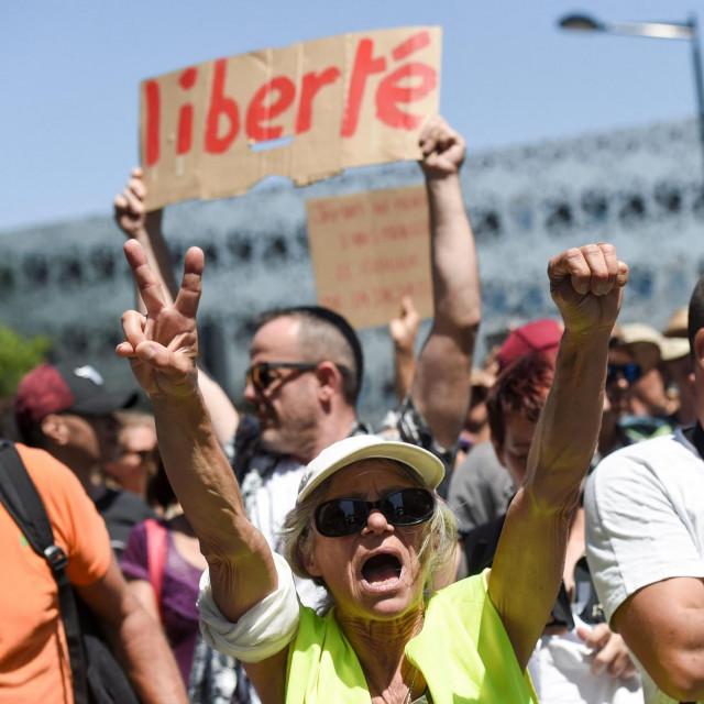 prosvjedi protiv korona mjera u Francuskoj