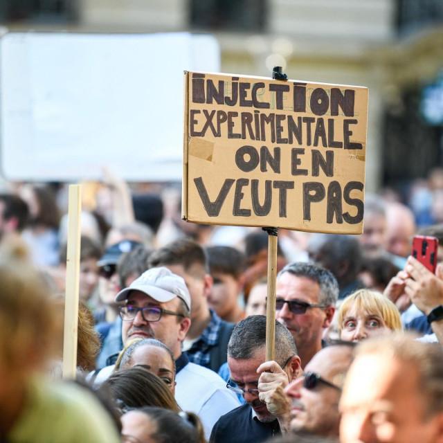 Prosvjed protiv covid potvrda koji je za vikend održan u Parizu
