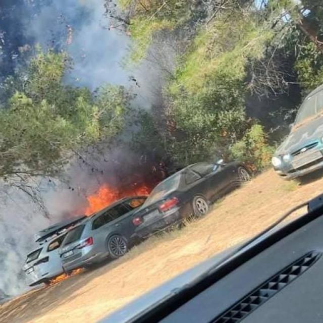 Izgorjeli automobili na Lošinju