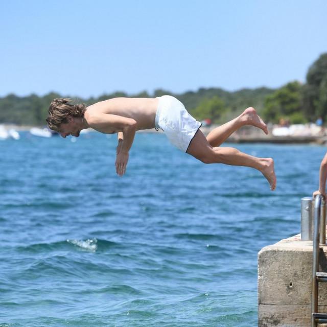 Luka Modrić na kupanju sa sinom Ivanom i kćeri Emom