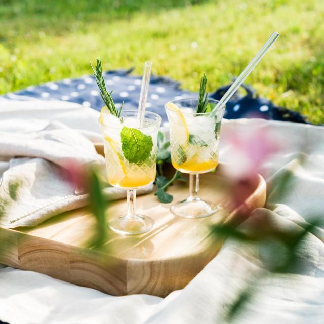 Čaša tople vode s limunom i medom ujutro poboljšava probavu i jača imunosni sustav