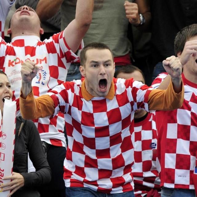 Navijači s utakmice Hrvatske i Srbije